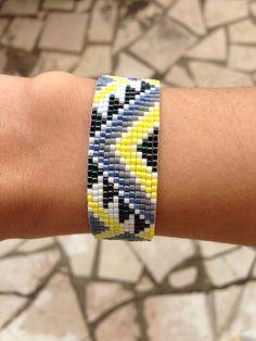 Bracelet tissé en perles miyuki jaune/blanc/gris/bleu gris/bleu nuit : Bracelet par truc-de-filles