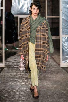 Rejina Pyo Fall 2019 Ready-to-Wear Fashion Show - Vogue Fashion Week, Runway Fashion, Winter Fashion, Vogue Fashion, Ladies Fashion, London Fashion, Catwalk Collection, Fashion Show Collection, Vogue Paris
