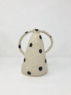 Ceramic artist from Gothenburg, Sweden. Ceramic Clay, Ceramic Painting, Ceramic Artists, Ceramic Pottery, Pottery Art, Earthenware, Stoneware, Chaise Vintage, Vase Shapes