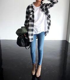 Shirt: http://www.aboutyou.de/frauen/bekleidung/shirts/t-shirts/basic-t-shirts?utm_medium=affiliate&utm_campaign=pldpa21lp0i0i50u&utm_source=tracdelight&quick=493800 Jeans: http://www.edited.de/women/kleidung/jeans/skinny-jeans?quick=2052268&utm_medium=affiliate&utm_campaign=pldpa21lp0i0i50u&utm_source=tracdelight Gürtel dazu? -> www.beltamor.de