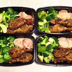 Pin for Later: 21 #MealPrep Ideas That Are Anything but Boring Herb-Crusted Chicken With Steamed Veggies Our ramen-crusted chicken would work well too.