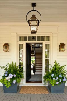 75 Most Antique And Beautiful Farmhouse Front Porch Decoration Ideas 0575 Veranda Design, Design Patio, Front Porch Design, Front Porch With Columns, Terrace Design, Front Porch Plants, Front Door Planters, Wooden Planters, Front Porch Garden