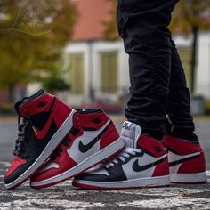 """Follow me on Pinterest @donnah if you love 1s three classics what's on your feet today? #sharpshooters #kickstagram…"""""""