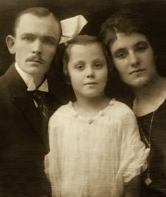 +~+~ Vintage Photograph ~+~+  Family of three ~ 1919