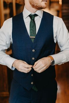 Modern Classic Tennessee Wedding at CJ& Off the Square This groom wore a navy suit + vest with an emerald green tie for his big day & Image by Janelle Elise The post Modern Classic Tennessee Wedding at CJ& Off the Square appeared first on Austyn Beore. Emerald Green Bridesmaid Dresses, Emerald Green Weddings, Emerald Green Wedding Dress, Blue Suit Wedding, Wedding Men, Summer Wedding, Forest Wedding, Wedding Navy, Wedding Groom