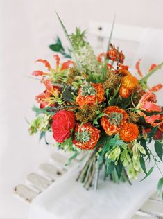 Emily March Photography + Petal Atelier inspire us with 5 bridal bouquet styles – muted, watercolor, bold, romantic, and minimalist! Dahlia Wedding Bouquets, Daisy Wedding, Bridesmaid Bouquet, Floral Wedding, Wedding Flowers, White Flower Farm, Autumn Bride, Rustic Bouquet, Love Natural