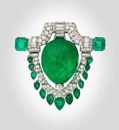 "Platinum,  diamond, and emerald brooch (1929, Oscar Heyman & Bros.) worn  by Marjorie Merriweather Post as ""cleavage ornament."" – Museum of Fine Arts, Boston"