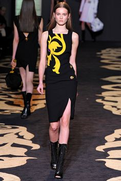 Versace Fall 2011 Ready-to-Wear Collection Slideshow on Style.com