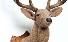 crochetdermy deer sculpture by Shauna Richardson Art Au Crochet, Crochet Deer, Learn To Crochet, Crochet Animals, Crochet Toys, Crochet Taxidermy, Faux Taxidermy, Arm Knitting, Kids Knitting