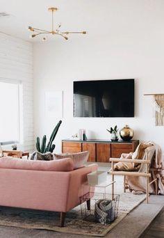 Love this retro inspired home decor! Are you a modern or classic decorations girl? #homedecor #livingroom #design
