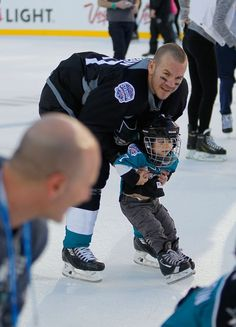 San Jose Sharks defenseman Scott Hannan and child during the family skate at Levi's Stadium (Feb. 20, 2015).