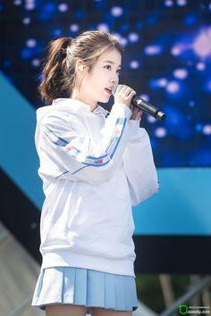 180909 뉴발란스 'Run on Seoul 축하공연 Girl Photo Poses, Girl Photos, Kpop Girl Groups, Kpop Girls, Iu Hair, Bts Girl, Love U Forever, Cute Korean Girl, Korean Celebrities