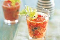 Das Rezept für Tomaten Minze Gazpacho mit allen nötigen Zutaten und der einfachsten Zubereitung - gesund kochen mit FIT FOR FUN