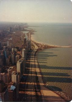 Chicago is such a photogenic city. This is probably the tenth photo of it I've pinned.  Source: rustybreak