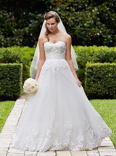 アクア・グラツィエがセレクトした、W too(ダブル トゥー)のウェディングドレス、WT011をご紹介いたします。