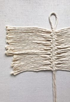 crochet hand bag with macrame decor. Macrame Wall Hanging Diy, Macrame Art, Macrame Projects, Macrame Knots, Fabric Shears, Fabric Stiffener, Macrame Tutorial, Macrame Patterns, Feather