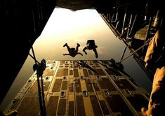 You begin the USAF Pararescue Indoctrination Course, a selection course 10 weeks long that is one of the toughest schools in the military Air Force Pararescue, Usaf Pararescue, Radical Sports, Extreme Sports, Image Avion, Fear Of Flying, Paratrooper, Special Forces, Special Ops