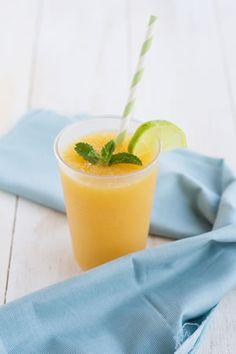 """""""Granizado de bebida de soja Vivesoy de mango y papaya"""": Una manera muy sana de disfrutar de tu bebida de soja Vivesoy."""