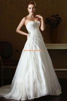 Robe de mariée princesse dentelle avec col en coeur perlé