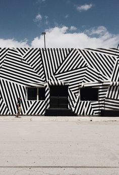 smitten travels: wynwood art district – miami --- Really cool design Murals Street Art, Mural Art, Art Art, Deco Design, Design Art, Public Art, Oeuvre D'art, Architecture Design, Building