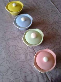 Sissel rosa, grønn, blå og gul. Figgjo flint. Sukkerkopp