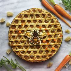 Carrot Honey Ginger Pie By Jessica Leigh Clark-Bojin Aka Thepieous Visit Or For More Detailed Pictures Of This Pie And Making-Of Videos. Tart Recipes, Dessert Recipes, Beautiful Pie Crusts, Honey Carrots, Pie Crust Designs, Pie Decoration, Dessert Presentation, Pies Art, Pie Tops