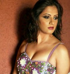 Cleavage of kollywood actress SINDHU THOOLANI Unseen picture..
