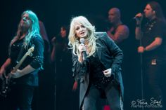 #bonnietyler #thequeenbonnietyler #therockingqueen #rockingqueen #music #rock #2013 #concert #rockmeetsclassic    source: http://www.flickr.com/photos/stanglnator/8555129291/