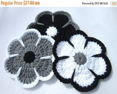 ❘❘❙❙❚❚ ON SALE ❚❚❙❙❘❘     These gray, black and white flower trivets are sure to liven up your table or wall, wherever you choose to display