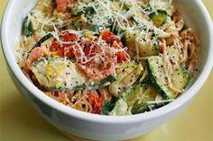 Meatless Monday: Pasta with Zucchini, Tomatoes and Creamy Lemon-Yogurt Sauce | ギャザリー