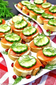 Salmon Canapés « Valya's Taste of Home These Smoked Salmon Canapés not only taste incredible but they decorate your party table well. The only problem seems to be with these little treats is no matter how many you make, they fly off the table too quickly. Smoked Salmon Canapes, A Food, Food And Drink, Homemade French Bread, Snacks Für Party, Appetisers, Appetizer Recipes, Canapes Recipes, Finger Foods