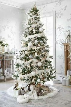 Here are best White Christmas Decor ideas. From White Christmas Tree decor to Table top trees to Alternative trees to Christmas home decor in White & Silver Beautiful Christmas Trees, Christmas Tree Themes, Noel Christmas, Winter Christmas, All Things Christmas, Country Christmas, Natural Christmas Tree, Xmas Trees, Frosted Christmas Tree