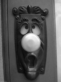 Alice In Wonderland door knob. Freaking cute would totally have this for my front door lol