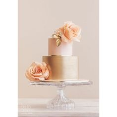 Latest Wedding Cakes by De La Crème Creative Studio ❤ liked on Polyvore featuring home, home decor, gold home accessories and gold home decor