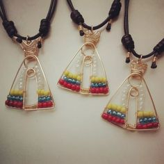 28f6685cfad2 Collar Dije Virgen Del Valle Tricolor En Alambrismo - Bs. 4.500