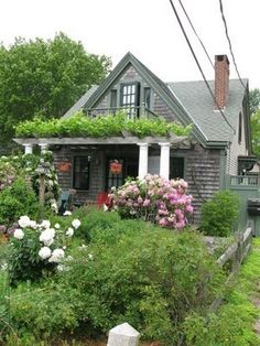 New England Cape Cod cottage exterior Urban Cottage, Cute Cottage, Cottage Living, Cottage Homes, Cottage Style, Little Cottages, Small Cottages, Cottages And Bungalows, Cabins And Cottages