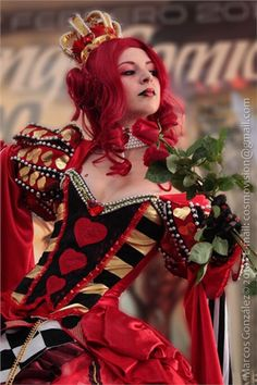 Queen of Hearts Cosplay costume. Alice in Wonderland Hallowen Costume, Halloween Cosplay, Cosplay Costumes, Red Hair Halloween Costumes, Punk Costume, Tutu Costumes, Red Queen Costume, Queen Of Hearts Costume, Alice In Wonderland Costume