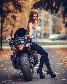 Dirt Bike Girl, Scooter Girl, Lady Biker, Biker Girl, Motos Sexy, Chicks On Bikes, Cafe Racer Girl, Motorbike Girl, Motorcycle Babe