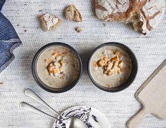 La soupe, elle en a martyrisé plus d'un pendant sonenfance. Mais avec cette recette, on vous promet que même les plus réticents vont craquer. Ingrédients : 500 g de patates douces 300 g de poischiches en conserve 1 oignon 1 gousse d'ail 1 petit pimentvert 30 g de beurre 1 cuillère à soupe de cuminen graines 1 cuillère à café de sel de céleri 1... Lire l'article