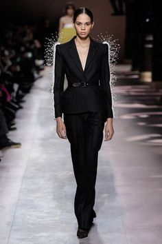 Givenchy Spring Summer 2020 Haute Couture fashion show at Paris Couture Week (January Men Fashion Show, Fashion Week, Fashion 2020, Runway Fashion, Fashion Outfits, Chanel Fashion, Women's Fashion, Style Couture, Couture Week