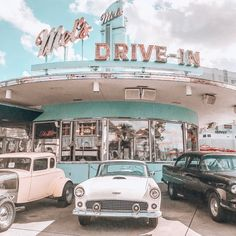See more of everythinggood's content on VSCO. Collage Mural, Bedroom Wall Collage, Photo Wall Collage, Picture Wall, Picture Collages, Diner Aesthetic, Beach Aesthetic, Blue Aesthetic, Aesthetic Vintage