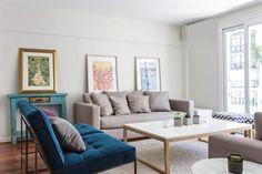 """""""Al principio tuvimos la idea de pintar también los pisos, pero al final la madera quedó de un tono tan lindo que la dejamos así"""". Los sillones y la mesa ratona vienen de CasaLan, local de decoración donde también los asesoraron.  /Daniel Karp"""