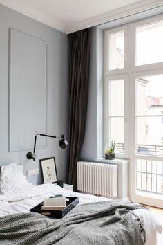 Jasne mieszkanie w zabytkowej kamienicy na poznańskim Łazarzu. Zobaczcie tylko połączenie kuchni z salonem - Dom