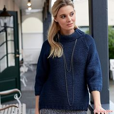 Синий свитер с рукавами реглан
