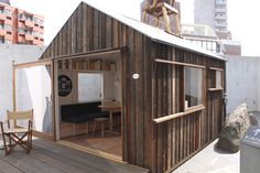 Hanem Hut by Yoshifumi Nakamura Kiosk Design, Cafe Design, Mobile Coffee Shop, Cafe Exterior, Small Tiny House, Play Houses, Shed, Cottage, Architecture