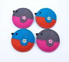 CANDICE A Little Chaffinch Bird Felt Brooch door CherryPips