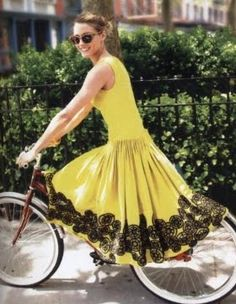 Socialite Olivia Palermo shows us how to do it à vélo in this fantastic dress by Jason Wu.