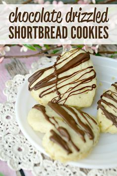 These Chocolate Drizzled Easy Shortbread Cookies are the perfect Valentine's Day dessert. Their buttery flavor just melts in your mouth and the chocolate on top just makes them fabulous. Cake Mix Cookies, Shortbread Cookies, No Bake Cookies, Chip Cookies, Sugar Cookies, Easy Desserts, Delicious Desserts, Cookie Recipes, Dessert Recipes