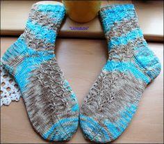 Sorbet Socks (Ravelry)     http://www.ravelry.com/patterns/library/sorbet-socks    Wolle gefärbt von Color Garden     Größe 42   Nadelspiel...