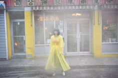 橋本愛、ニューヨークで自由なスピリットを纏う。   VOGUE GIRL